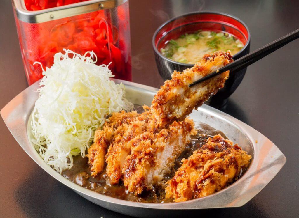 ข้าวแกงกะหรี่หมูทอด gold curry bangkok